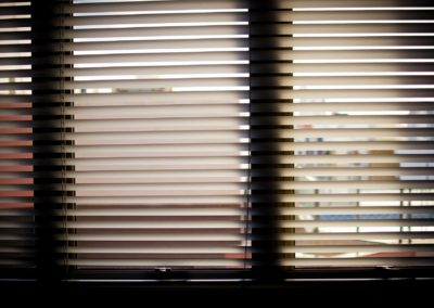 window-blinds-932644_1920-min